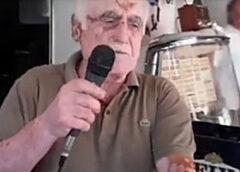 Καραόκε στα Βατερά και φαβορί στο διαγωνισμό ο Αρίστος – Δείτε την πρόβα του ενώ καθαρίζει πατάτες !!! (ΒΙΝΤΕΟ)